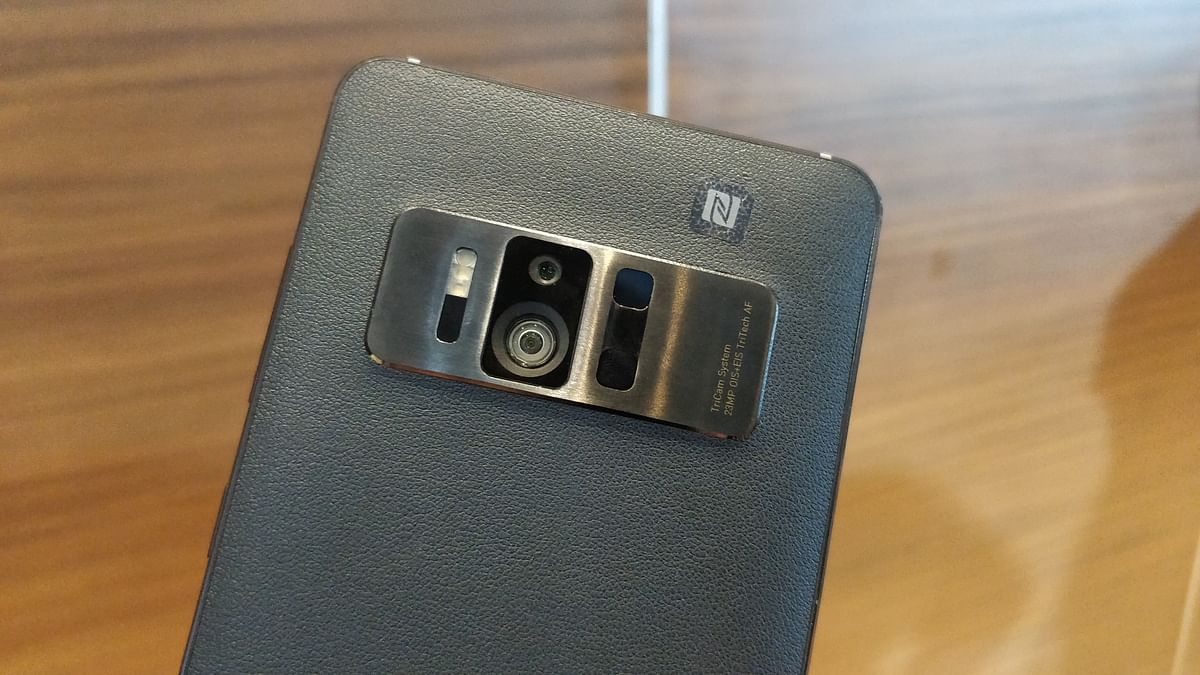 Asus ZenFone AR is powered by Snapdragon 821 processor.