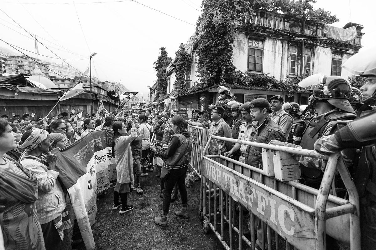 Protestors shouting pro-Gorkhaland slogans in front of Policemen and CRPF in Darjeeling.