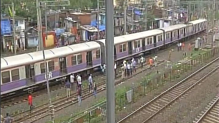 4 Coaches of Mumbai Local Derail, No Casualties Reported