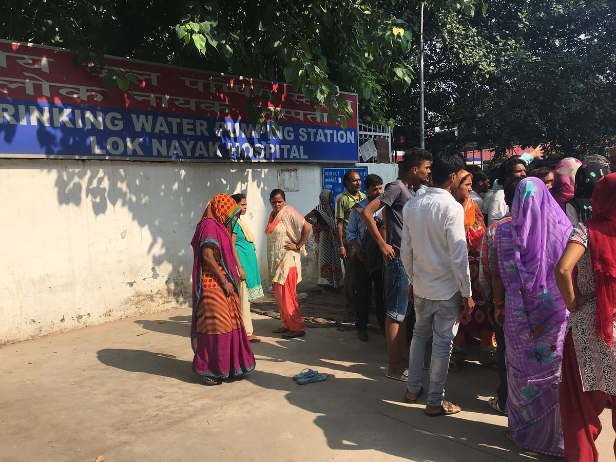 A crowd gathered outside the Drinking Water Station at the Lok Nayak Hospital.