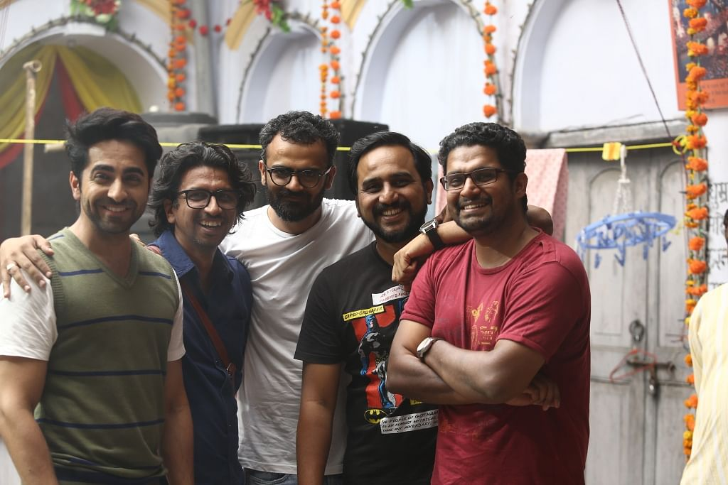 Team <i>Shubh Mangal Saavdhan</i> poses for the camera on the sets of the film.&nbsp;