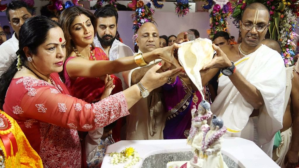 Shilpa Shetty offers puja at the Isckon Temple with her mother and husband.