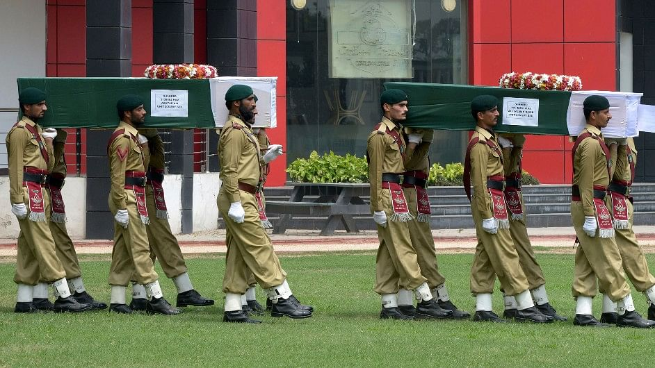Suicide Bomber Kills Four Pakistani Soldiers in Troubled Northwest
