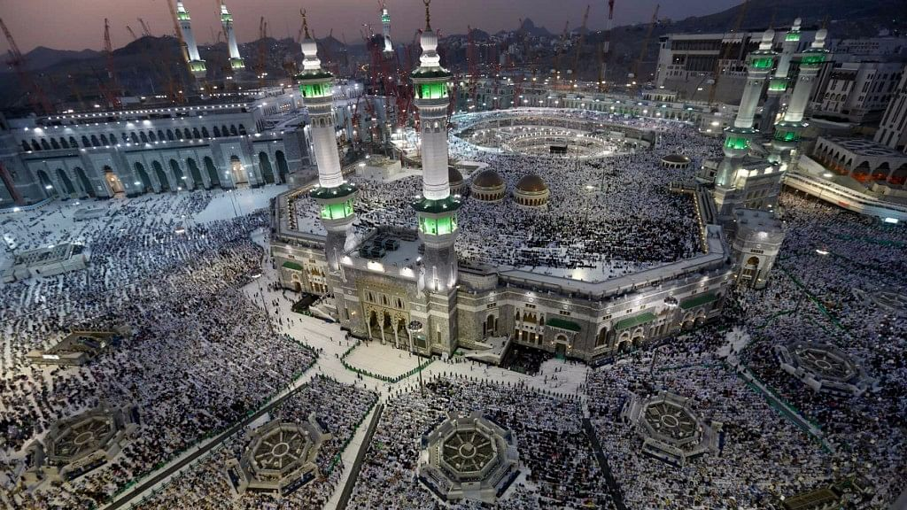 Saudi King Orders to Open Qatar Border For Mecca Pilgrims: Report