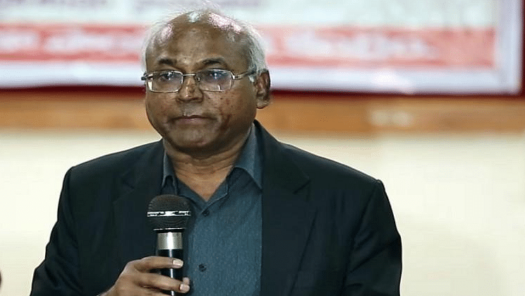 Professor Ilaiah said he received threatening and abusive phone calls from unidentified persons over his book 'Samajika Smugglurlu Komatollu'.<br>