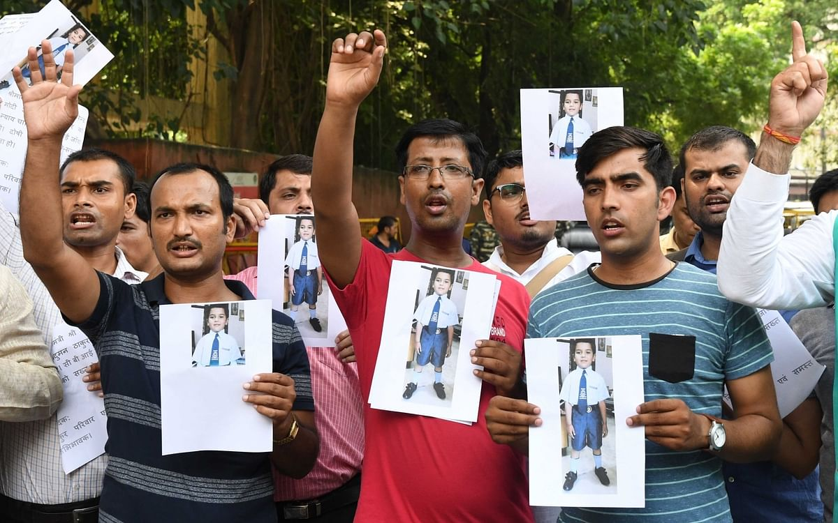 Parents stage a protest over the brutal murder of Prdahyumn at Jantar Mantar in New Delhi on 10 September 2017.