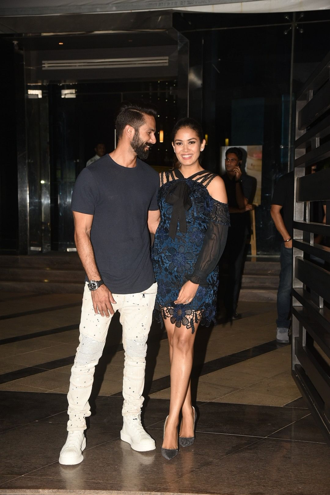Shahid Kapoor and Mira Rajput step out to get clicked by the paparazzi.