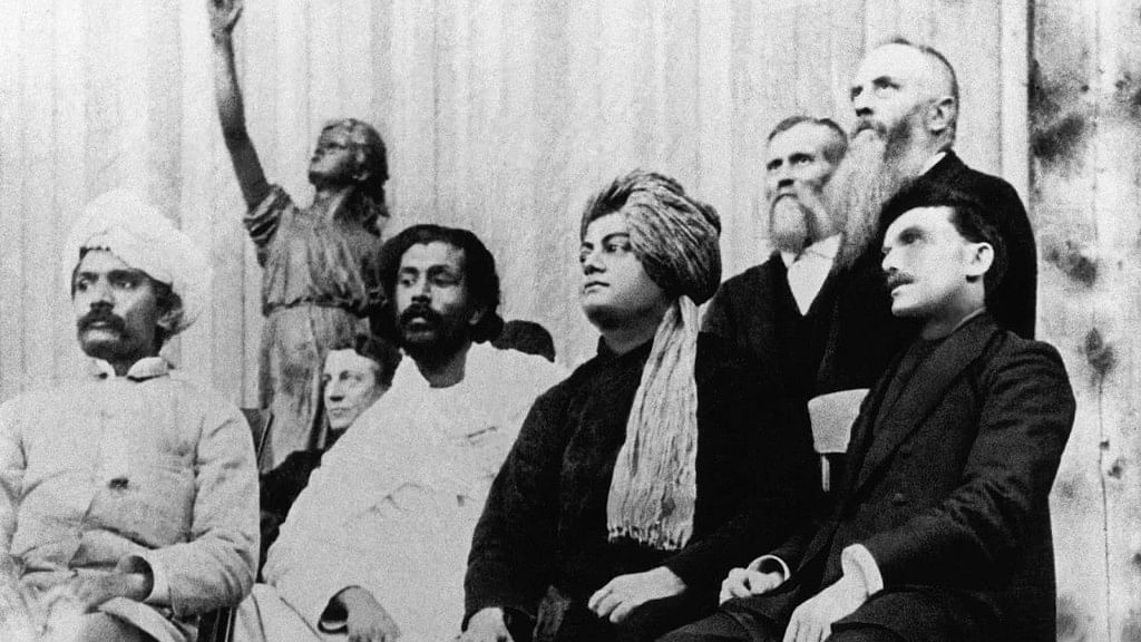 From left to right: Virchand Gandhi, Hewivitarne Dharmapala, Swami Vivekananda, (possibly) G Bonet Maury.