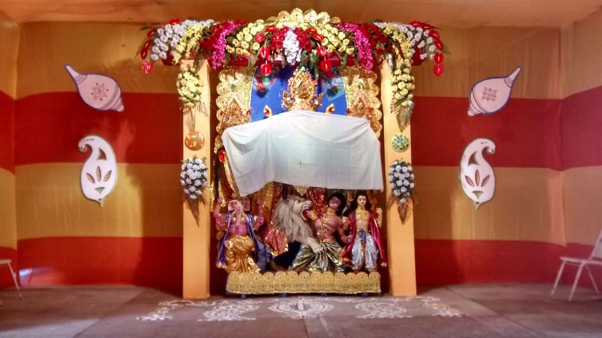 Ma Durga's face is kept covered till Shoshti morning, the day the Pujo begins.