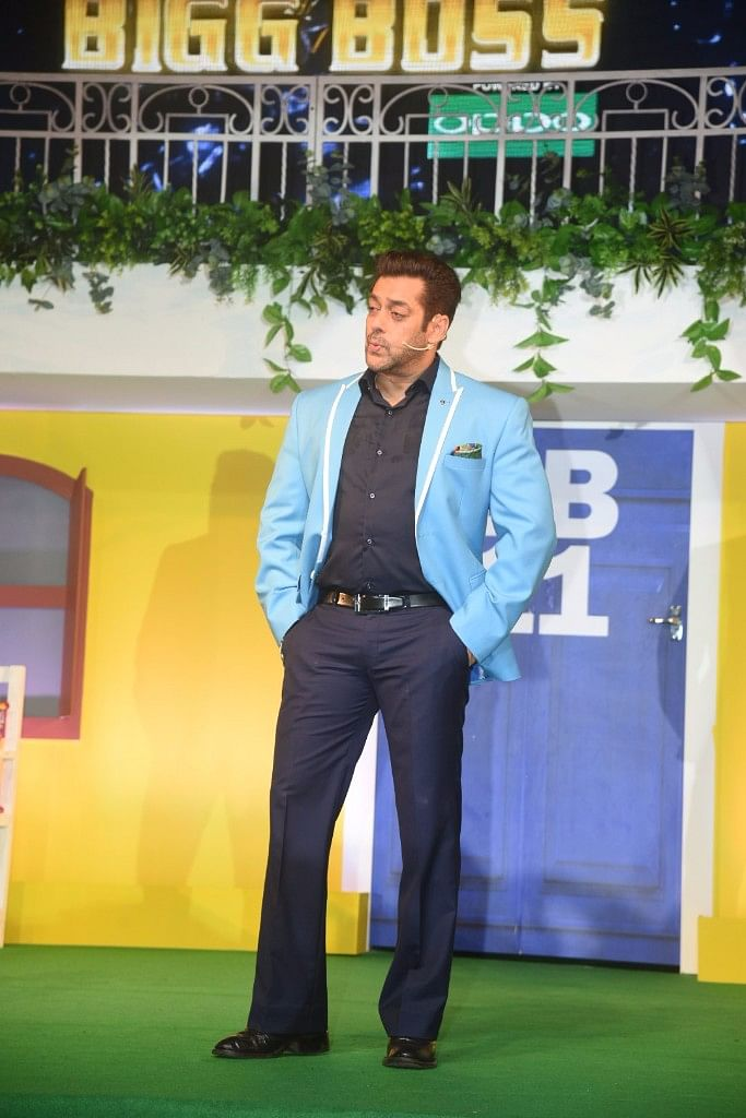 This is mostly how you'll see Salman Khan on <i>Bigg Boss</i> <i>11</i>. Hands in his pockets, talking to the housemates.&nbsp;