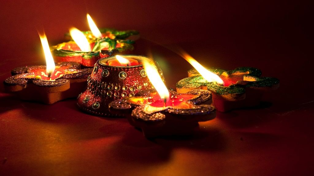 Let red be the dominant colour for you this Diwali (Photo: iStock)