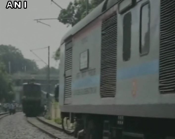 Mishap Averted After Duronto, Two Other Trains Ply on Same Track