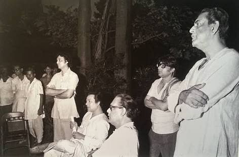 Hemant Kumar (third from right) with Satyajit Ray, Uttam Kumar and Soumitra Chatterjee.