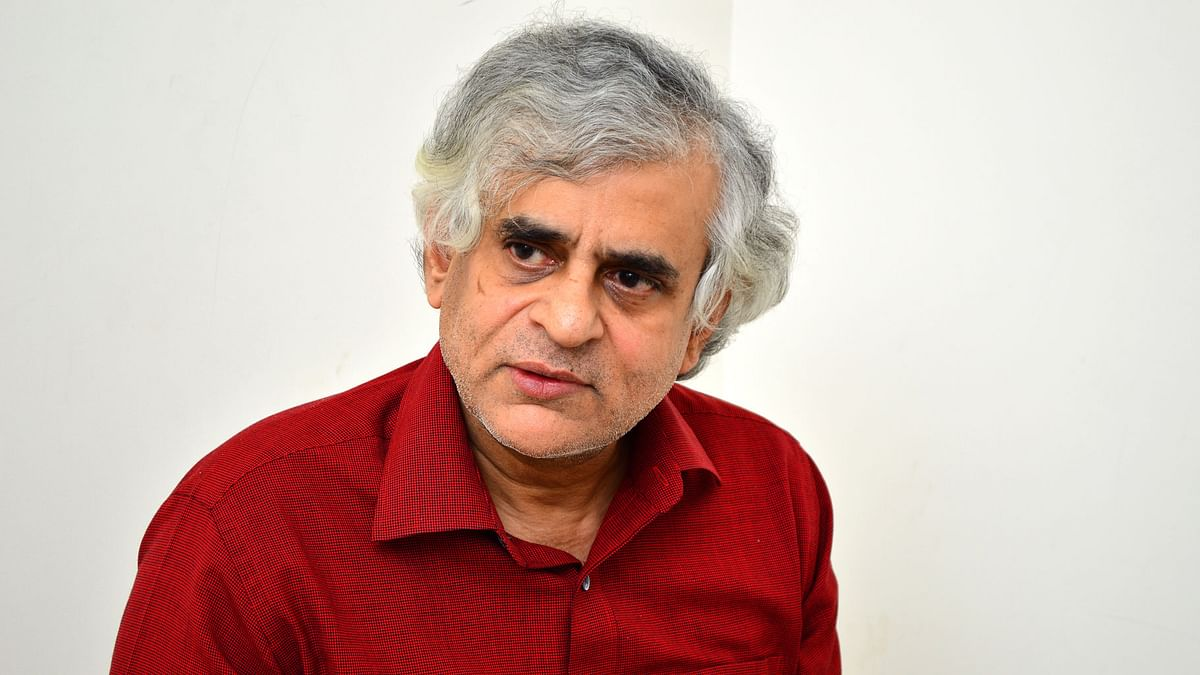 P Sainath urged journalists to be in touch with farmers instead of going by government accounts.