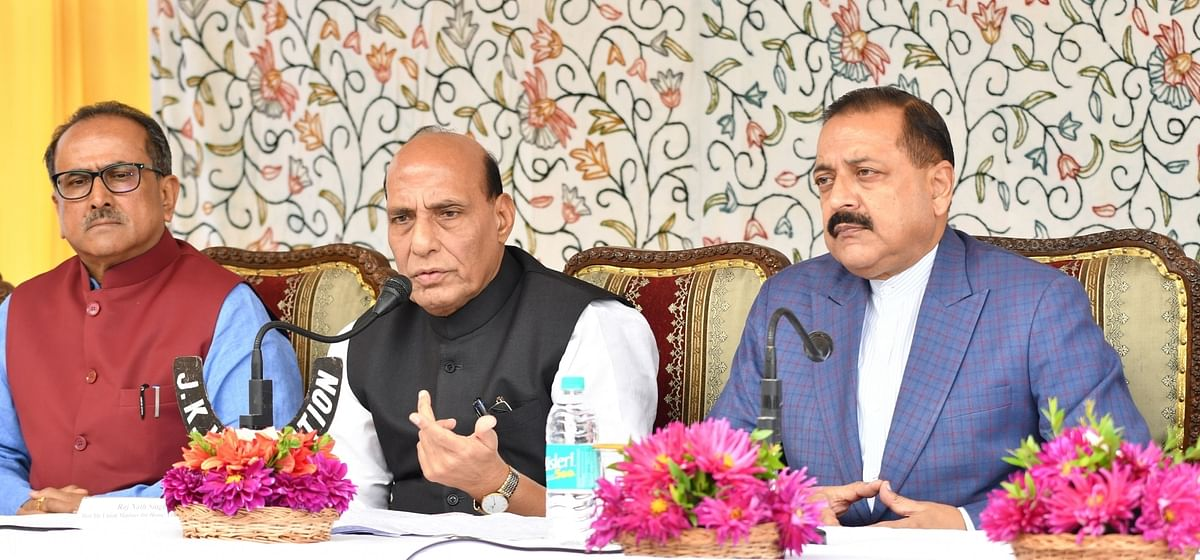 Union Home Minister Rajnath Singh (C) addresses a press conference in Jammu on 11 Sept 2017.