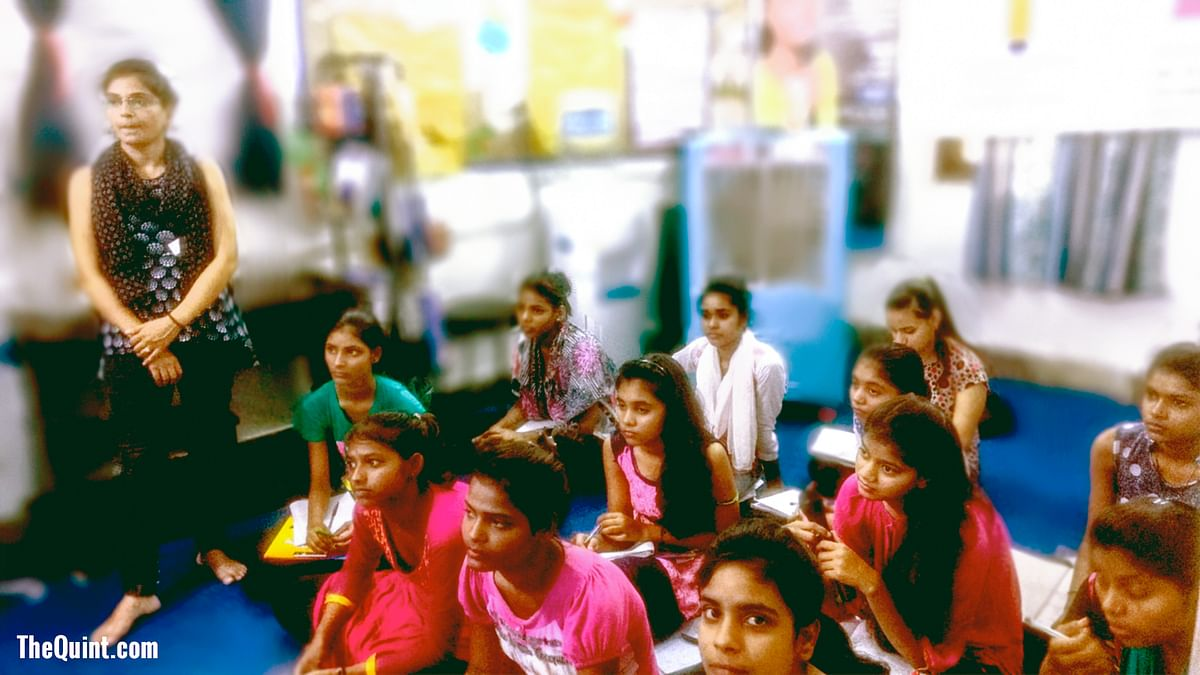 In Delhi, A Digital Classroom Nurtures Ambition Among Young Girls