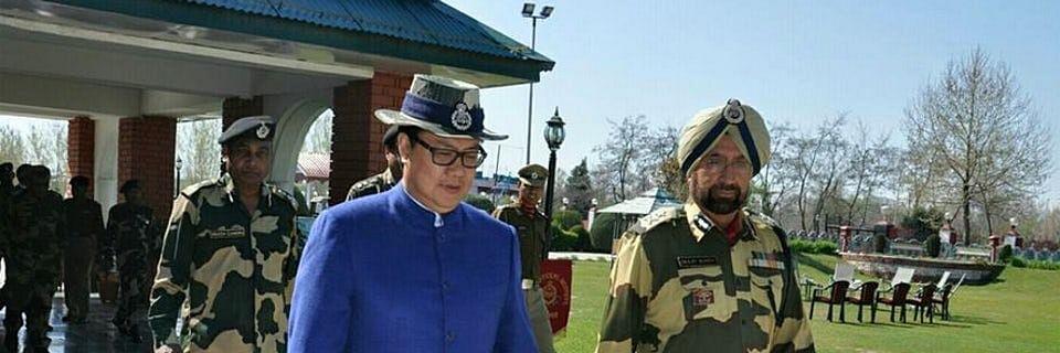MoS Home, Kiren Rijiju (L) at the BSF Frontier HQ.