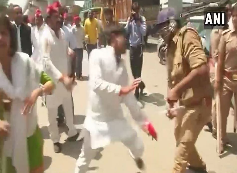 Samajwadi party workers being lathi-charged by police in Lucknow's Transport Nagar.