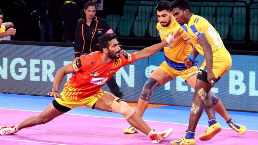 Tamil Thalaivas and Gujarat Fortunegiants in action in a Pro-Kabaddi League match.