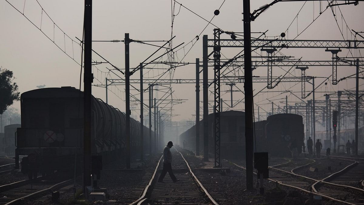 #GoodNews: Rly-NSDC To Give Vocational Training To Trackmen's Kids