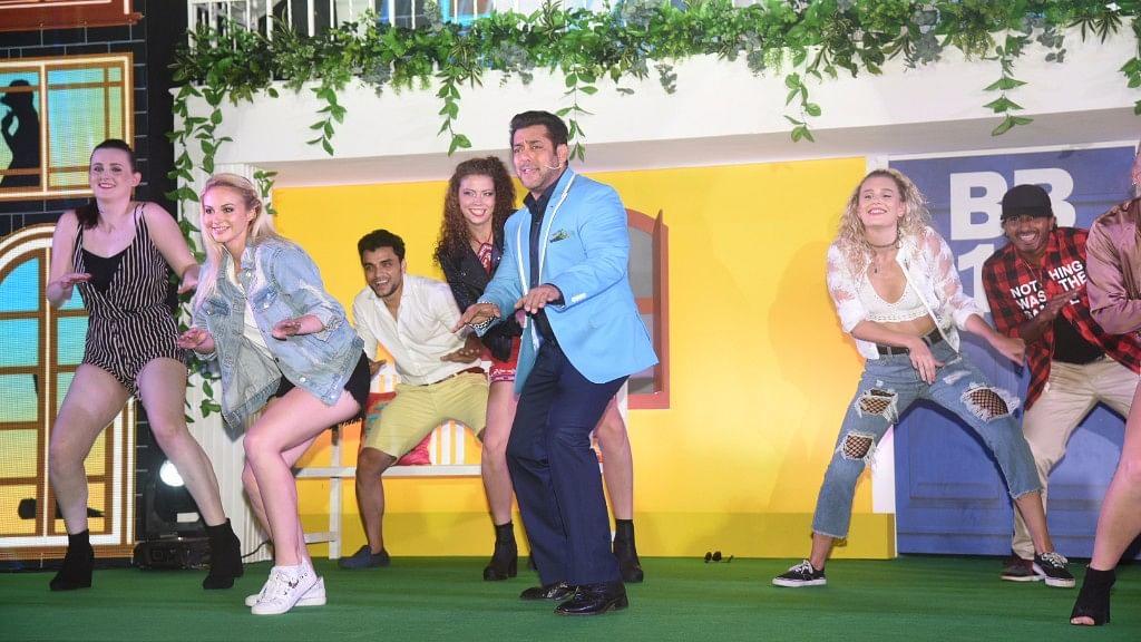 Salman Khan dances on <i>Bigg Boss 11.</i>