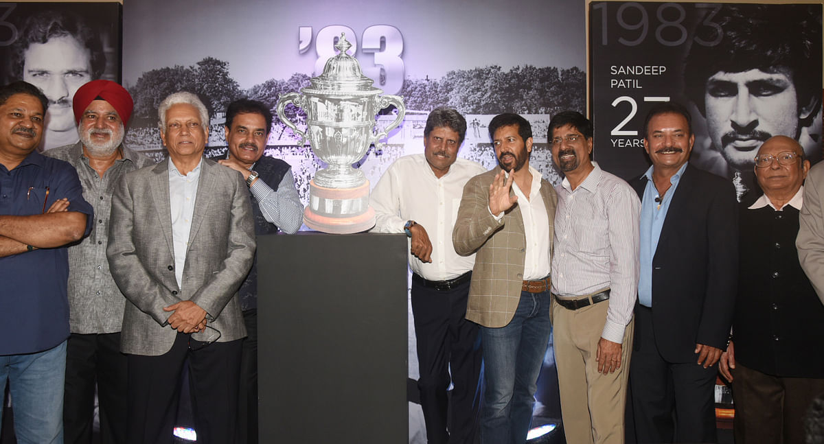 Kabir Khan poses with the legends of cricket.
