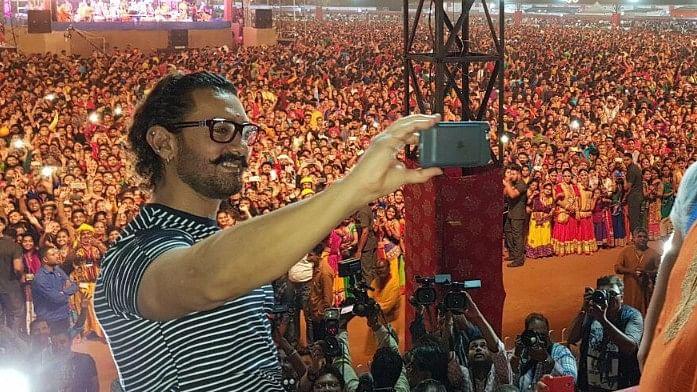 Aamir Impresses Vadodara with His Gujarati Song & Navratri Spirit
