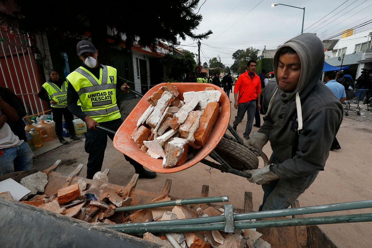 Workers working at the debris at the Enrique Rebsamen school.
