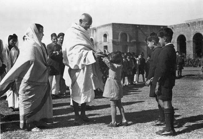 Gandhi  at Modern School in 1935.