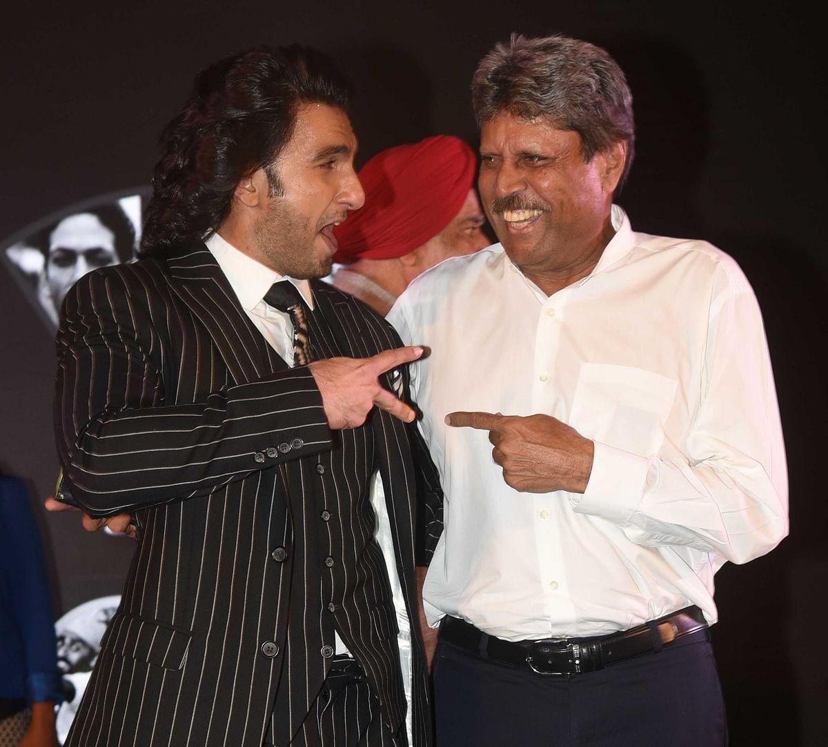 Ranveer shows Kapil Dev how to strike a pose.