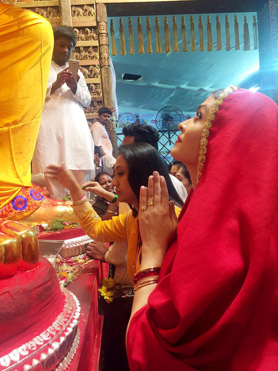 Aishwarya Rai Bachchan looks up at the enormous Ganpati idol.