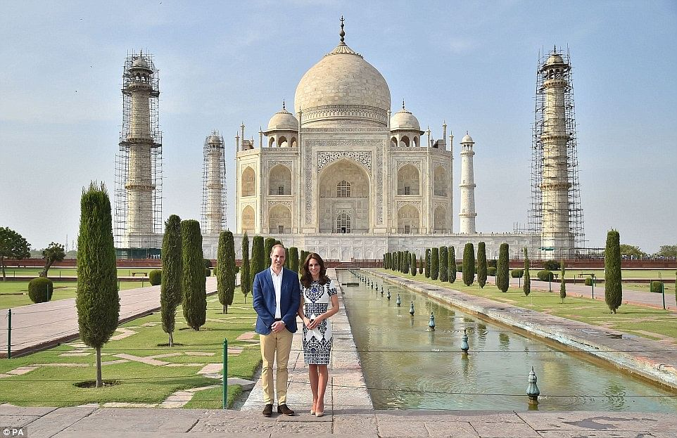 """Prince William &amp; Kate Middleton at the Taj Mahal, 2016 (Photo Courtesy: <a href=""""http://i.dailymail.co.uk/i/pix/2016/04/16/12/333C1A5D00000578-3543048-image-a-122_1460804662851.jpg"""">DailyMail</a>)"""