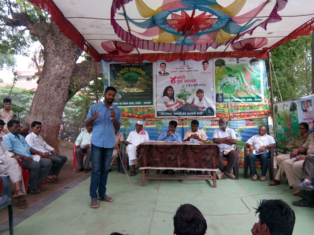 Nitesh addresses a gathering in Nandurbar.