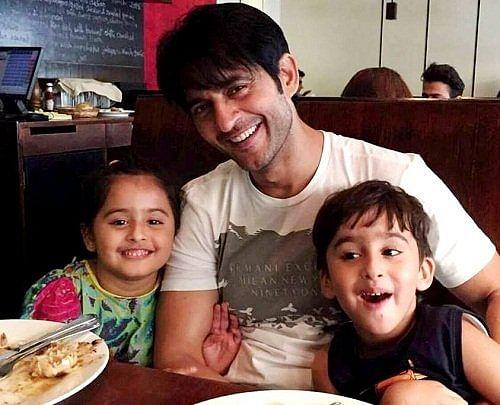 Hiten Tejwani with his kids.