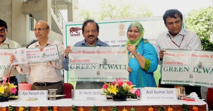 The Union Minister for Science & Technology, Earth Sciences and Environment, Forest & Climate Change, Dr Harsh Vardhan launching the 'Harit Diwali, Swasth Diwali' campaign, in New Delhi on 17 August 2017.