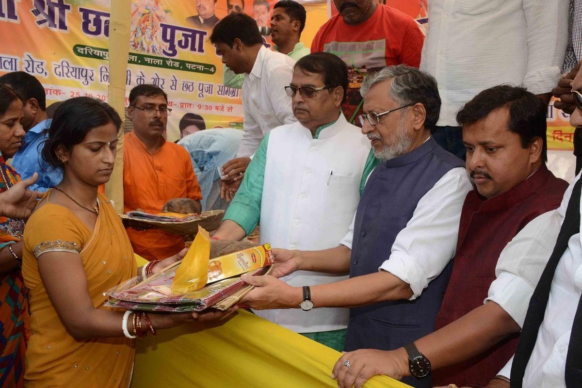Bihar Deputy CM Sushil Modi distributes winnowing baskets and puja articles to devotees. <i>(Photo: IANS)</i>
