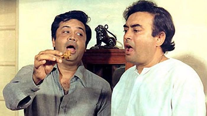 Deven Verma with Sanjeev Kumar in a still from <i>Angoor.</i>&nbsp;
