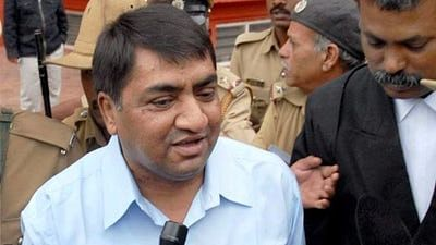 Abdul Karim Telgi, the kingpin of the multi-crore stamp paper scam, was admitted to Victoria Hospital.