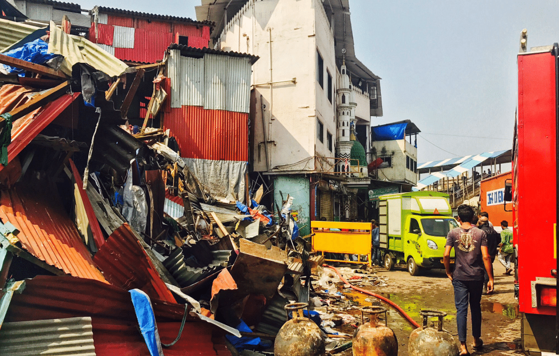 A major fire broke out in Bombay' Behrampada slums on Thursday.