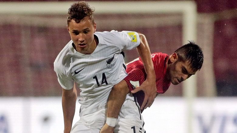 New Zealand's Kingsley Sinclair duels for the ball with Turkey's Recep Gul.