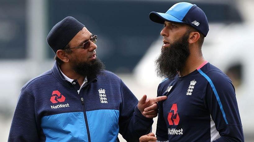 Saqlain Mushtaq with English cricketer Moeen Ali.