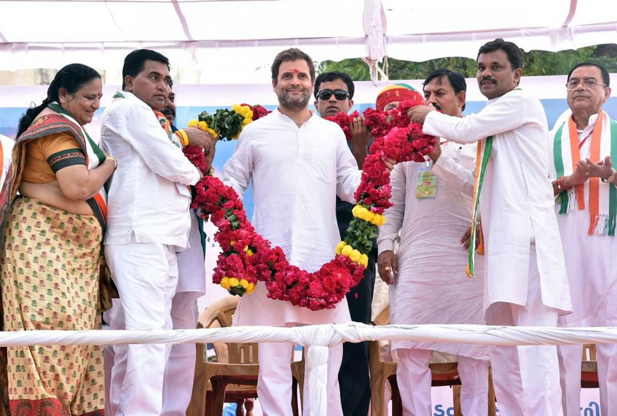 Congress Vice President Rahul Gandhi during Yuva Rojgar Khedut Adhikar Navsarjan Yatra in Dahod, Gujarat on 11 October 2017.