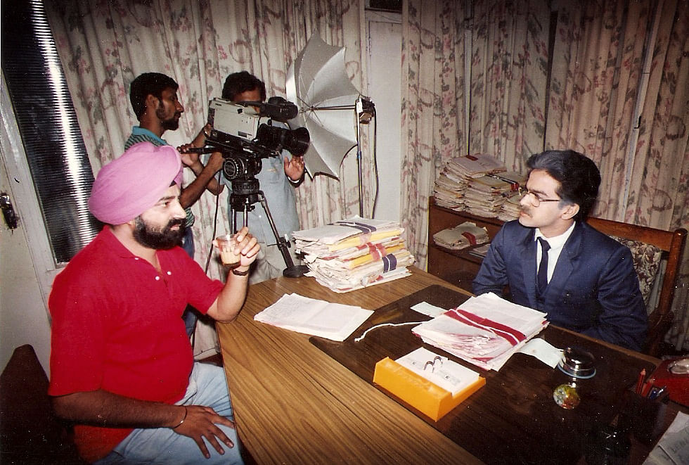 Jaspal Bhatti on the sets of <i>Flop Show</i>.