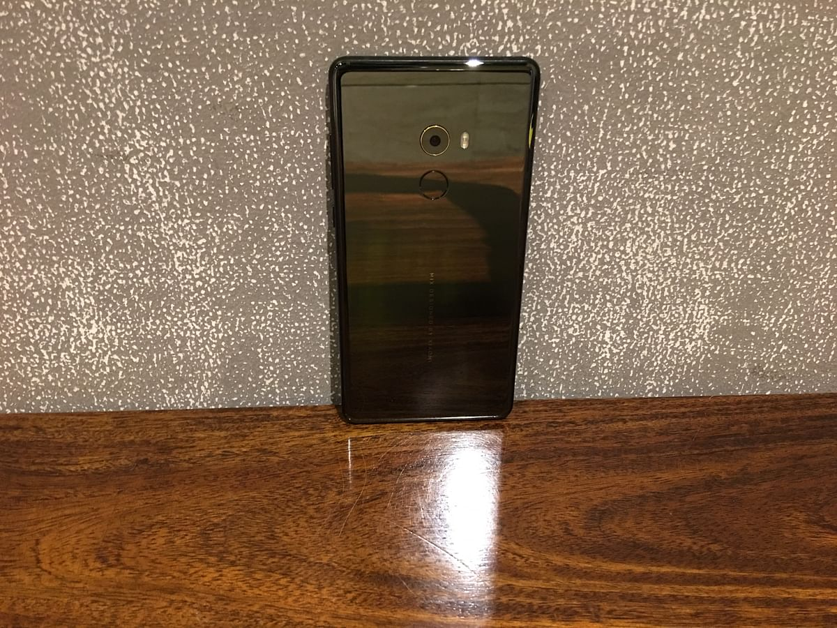 The Mi Mix 2 has been design by world famous industrial designer Philippe Starck