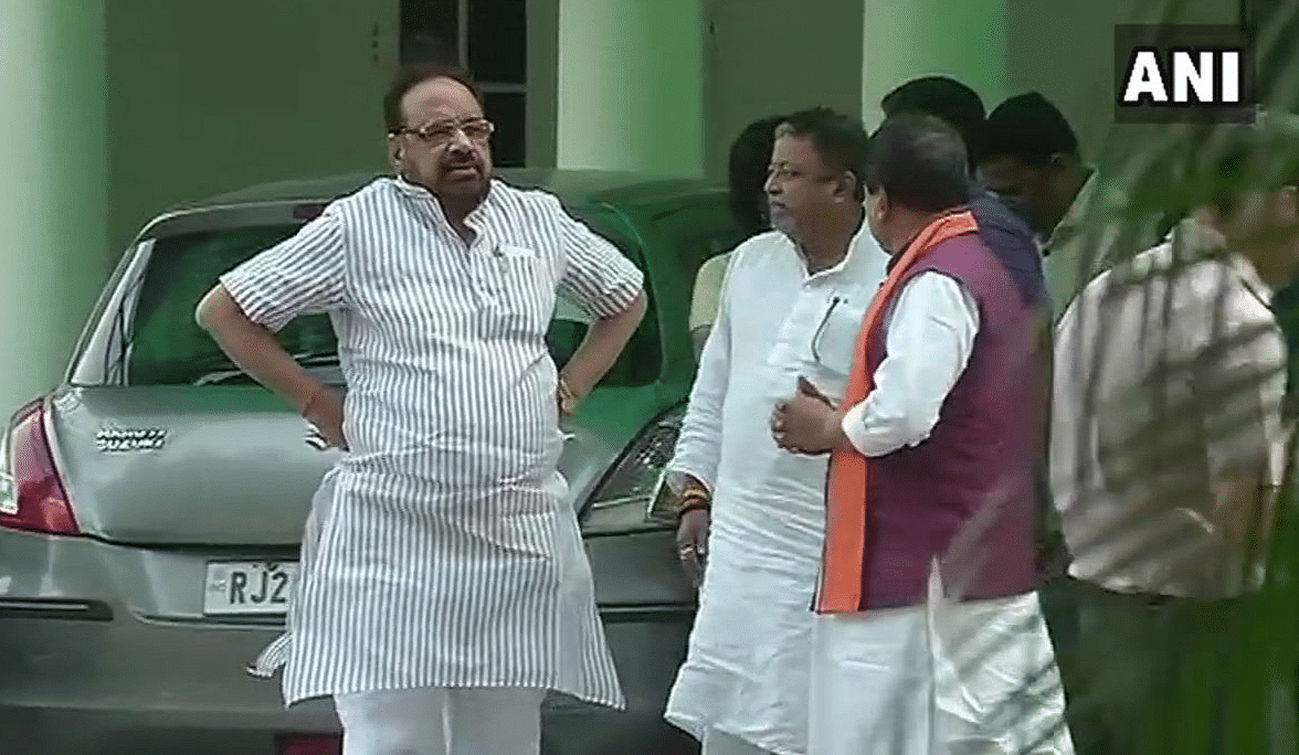 Mukul Roy met BJP's in-charge of West Bengal, Kailash Vijayvargiya.