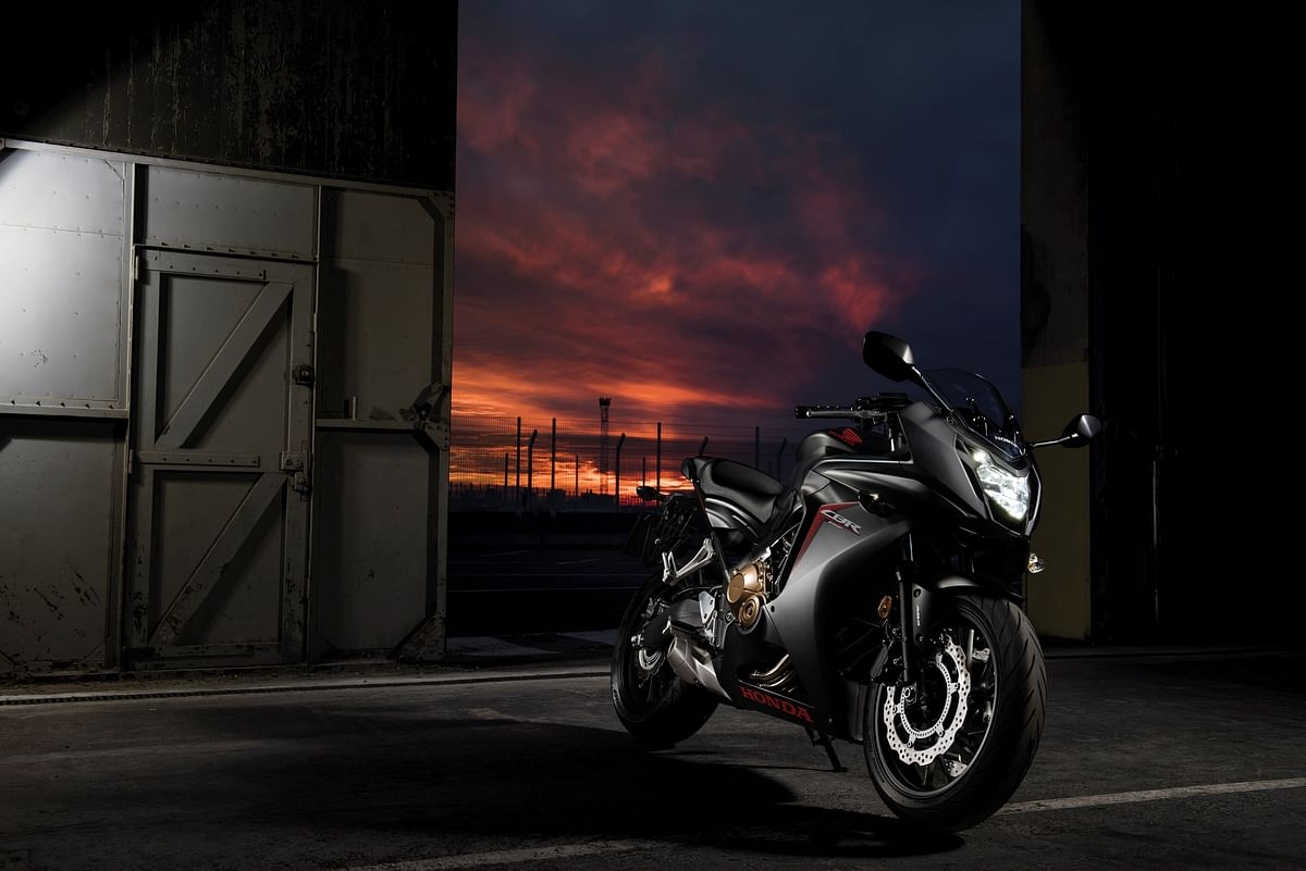 The CBR 650F comes with 320mm front dual hydraulic disk brakes. (Photo Courtesy: Honda)