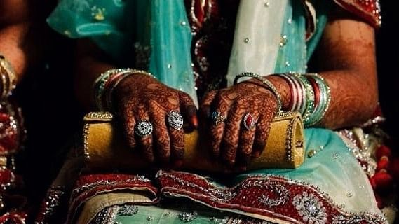 Did a college hand out study material that lists the advantages of dowry?