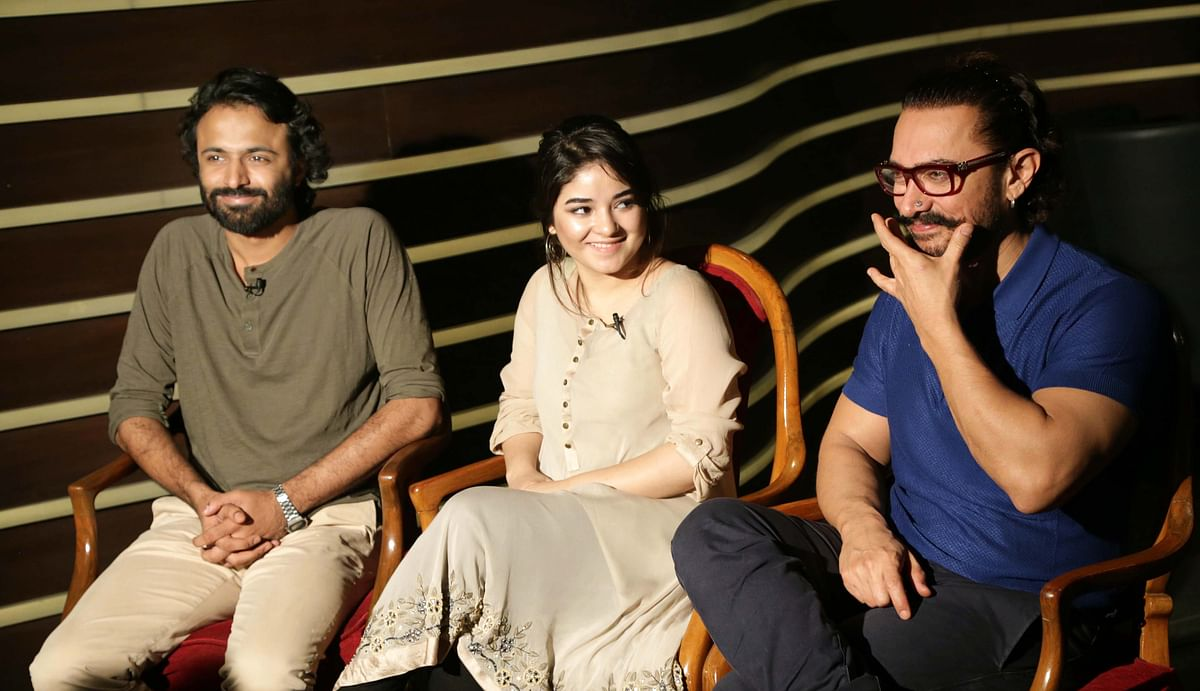 Aamir Khan with Zaira Wasim and director Advait Chandan.