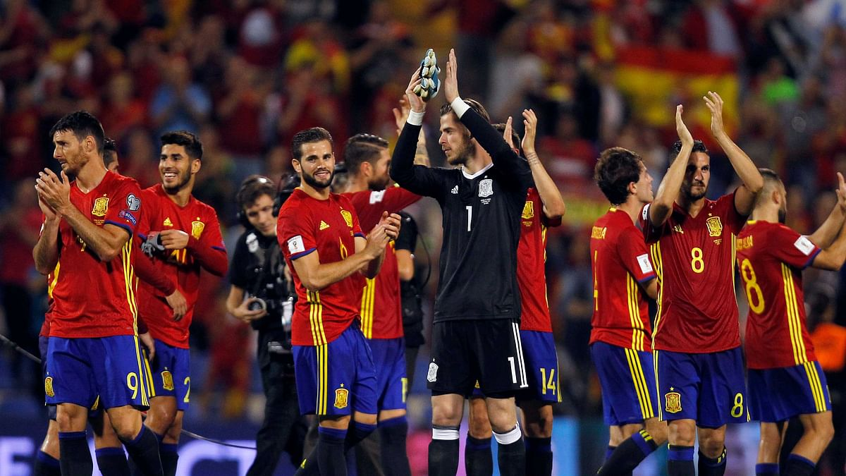 Spain players celebrate at the end of the World Cup Group G qualifying soccer match between Spain and Albania at the Rico Perez stadium in Alicante, Spain, Friday, Oct. 6, 2017.
