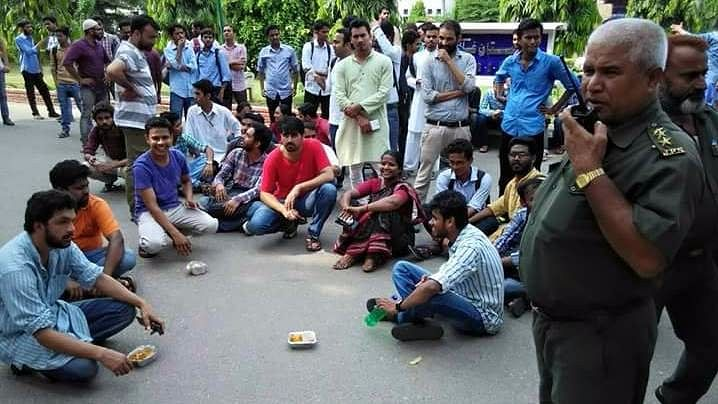Students protesting on the campus of Jamia Milia.